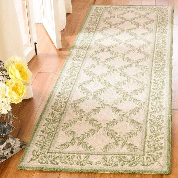 Safavieh Hand-hooked Trellis Ivory/ Light Green Wool Rug - 2'6' x 8'